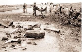 Photo prise suite à l'accident d'autobus près de Webb en Saskatchewan le 28 mai 1980