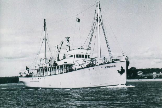 Navire-Le Fergus quittant le port