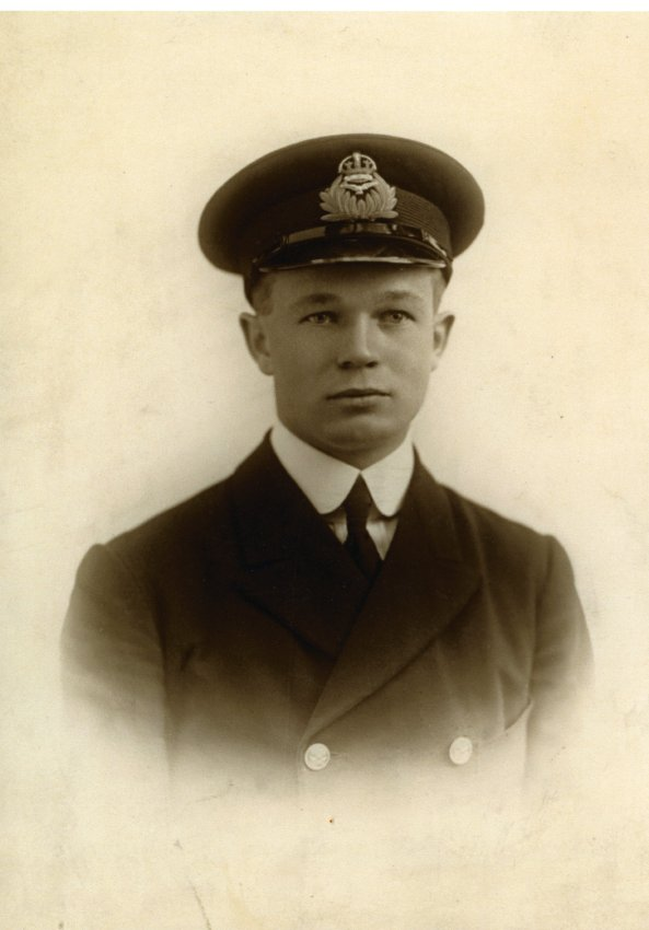 Un homme portant l'uniforme du Royal Naval Air Service britannique.