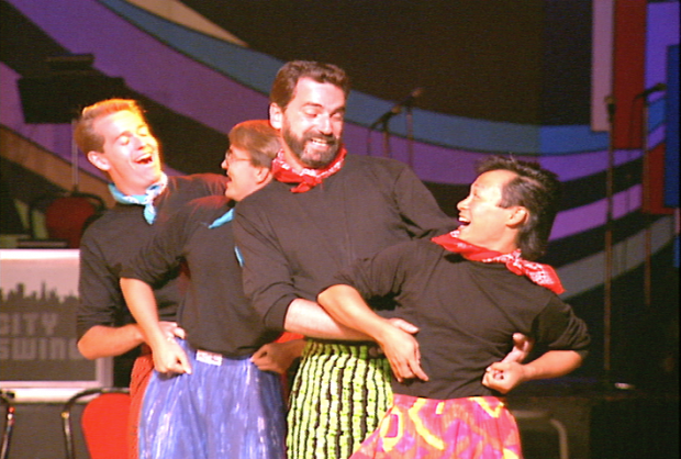 Three Company LA. des chanteurs-danseurs se produisent au Swing '90 au Commodore Ballroom.