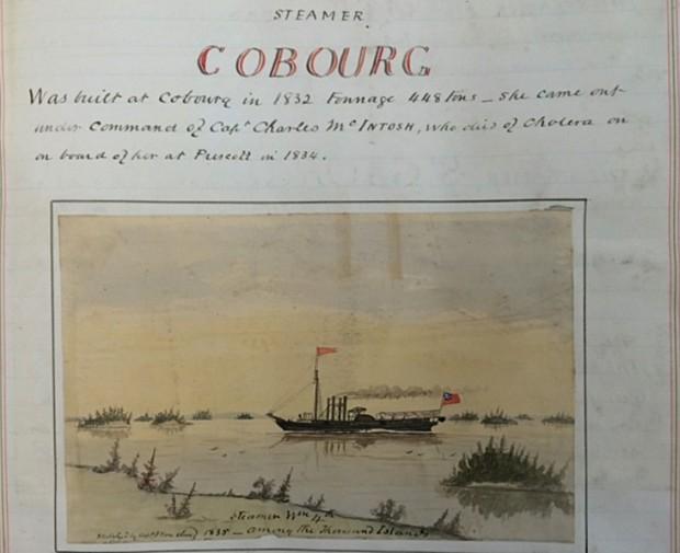 Une aquarelle du profil d'un bateau à vapeur, avec quatre cheminées et deux drapeaux qui flottent, naviguant entre les petites îles.