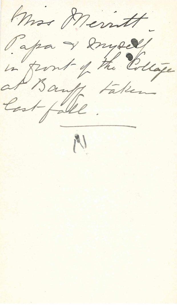 Écrit à la main au verso d'une photo de Belle, James et mademoiselle Merritt à Banff