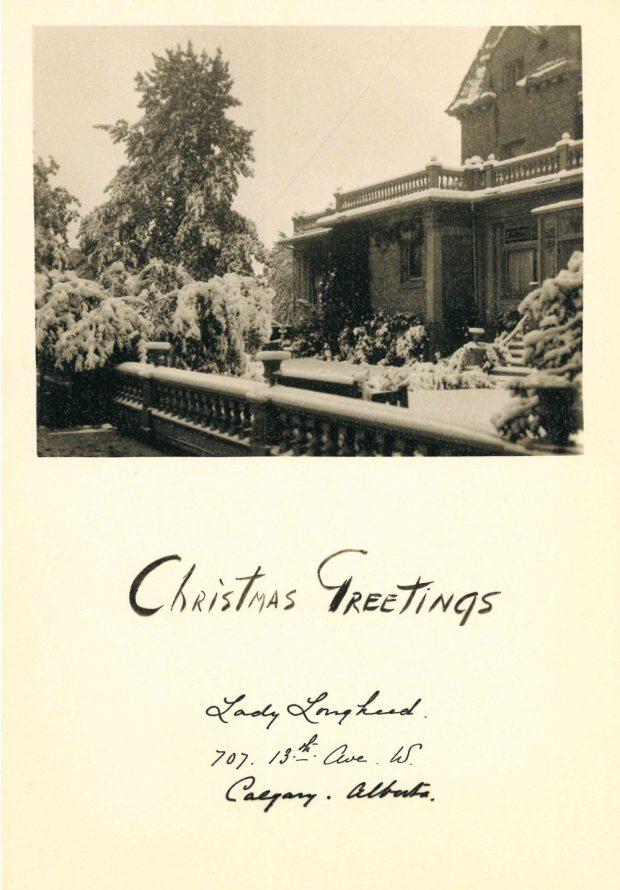 Photo d'une carte de Noël avec la maison Beaulieu enneigée