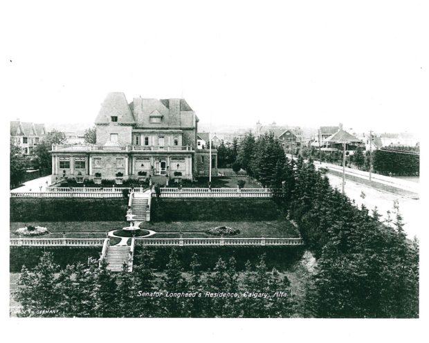 Photo de la maison Beaulieu et de ses jardins officiels, montrant sa place de choix dans le quartier