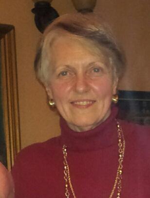 Photo d'une femme, cheveux courts gris.