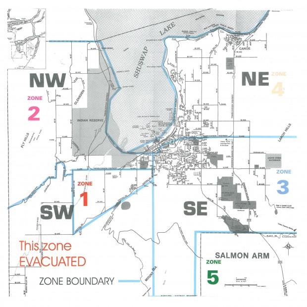 Ceci est la carte d'évacuation de Salmon Arm émise pendant le feu de 1998. La communauté était divisée en 5 zones. La zone 1 longeait les collines Fly au sud-ouest de la ville. L'incendie de Silver Creek a brûlé hors de contrôle dans cette zone, détruisant plusieurs maisons. Au nord de la zone 1 était la zone 2 aussi près des collines Fly mais qui n'a pas été évacuée. La zone 3 était à l'est de la zone 2, fortement peuplée et menacée par le feu. Les zones 4 et 5, situées au nord et au sud de la zone 3 n'ont pas été évacuées.