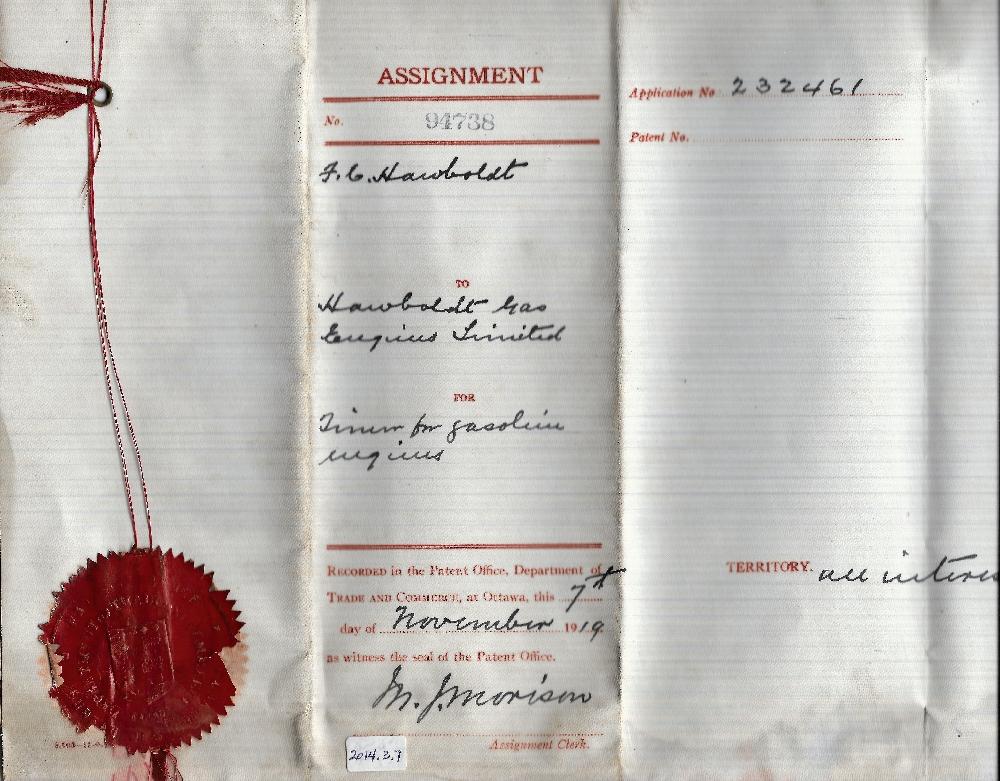 Une copie couleur du brevet   pour le moteur à essence délivré à Forman Hawboldt et transféré à Hawboldt Industries Ltd. Le 7 novembre 1919. Un sceau de cire rouge et un ruban sont sur le côté gauche