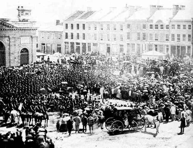 Proclamation de la Confédération à la place du marché de Kingston en 1867