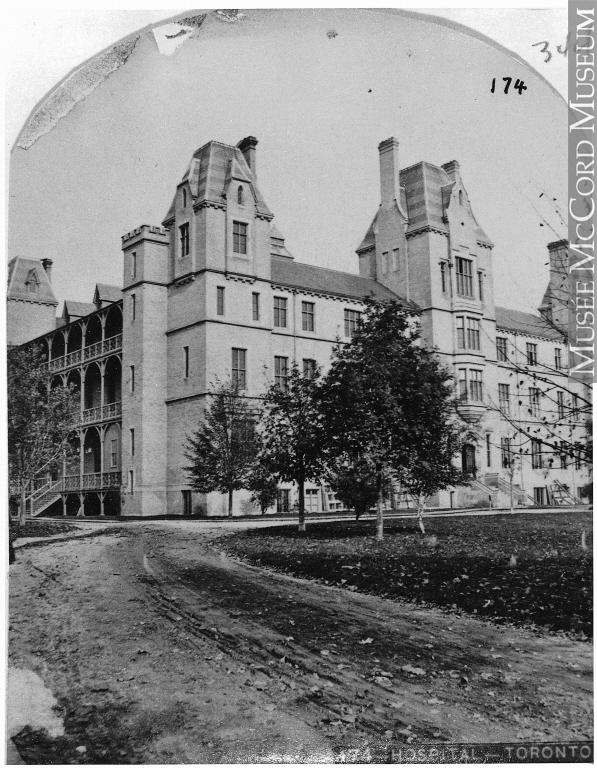 Hôpital Général de Toronto en 1868 avec des arbres et une route devant