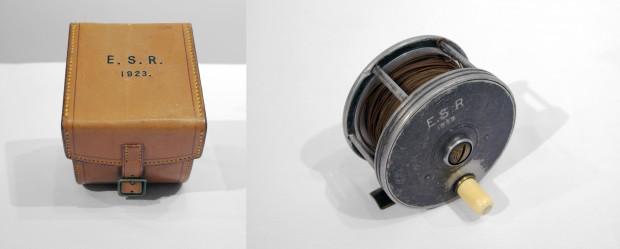 Moulinet de canne a pêche étampé et son étui de cuire gravé avec les initiales E. S. R..