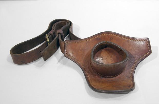 Ceinture de cuire spécialement réalisée pour tenir l'embout d'une canne a pêche.