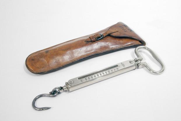 Balance à ressort de 1905 avec son étui de cuire