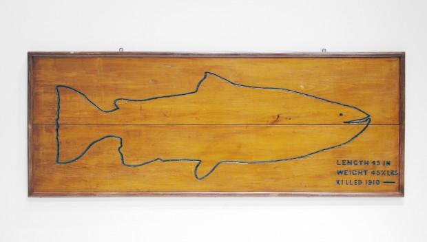 Panneau de bois représentant le plus gros saumon capturé dans la rivière Mitis, 45 lb et plus de 45 pouces de longueur