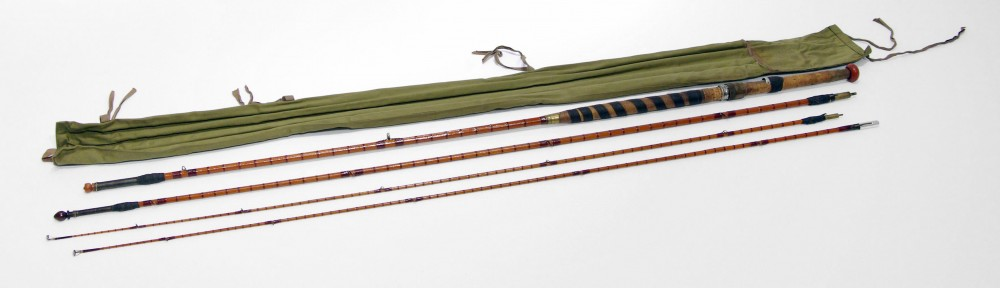 Canne à pêche de 16 pieds, faite de bamboo, fabriquée par Hardy Bros. Elle a été soigneusement conçue afin de lui donner le bon poids et le bon équilibre. Combinant légèreté et résistance, la tige de bambou a été enroulée dans de la ficelle afin de lui donner plus de résistance.