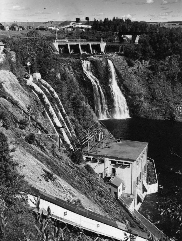 Le barrage et la station de génération d'électricité développée par l'entrepreneur local Jules Brillant, pour son entrepriss la Compagnie du Pouvoir du Bas-Saint-Laurent.