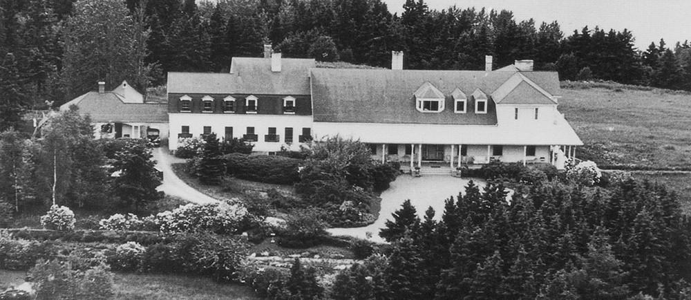 Vue aérienne de la Villa Estevan durant les années 1940