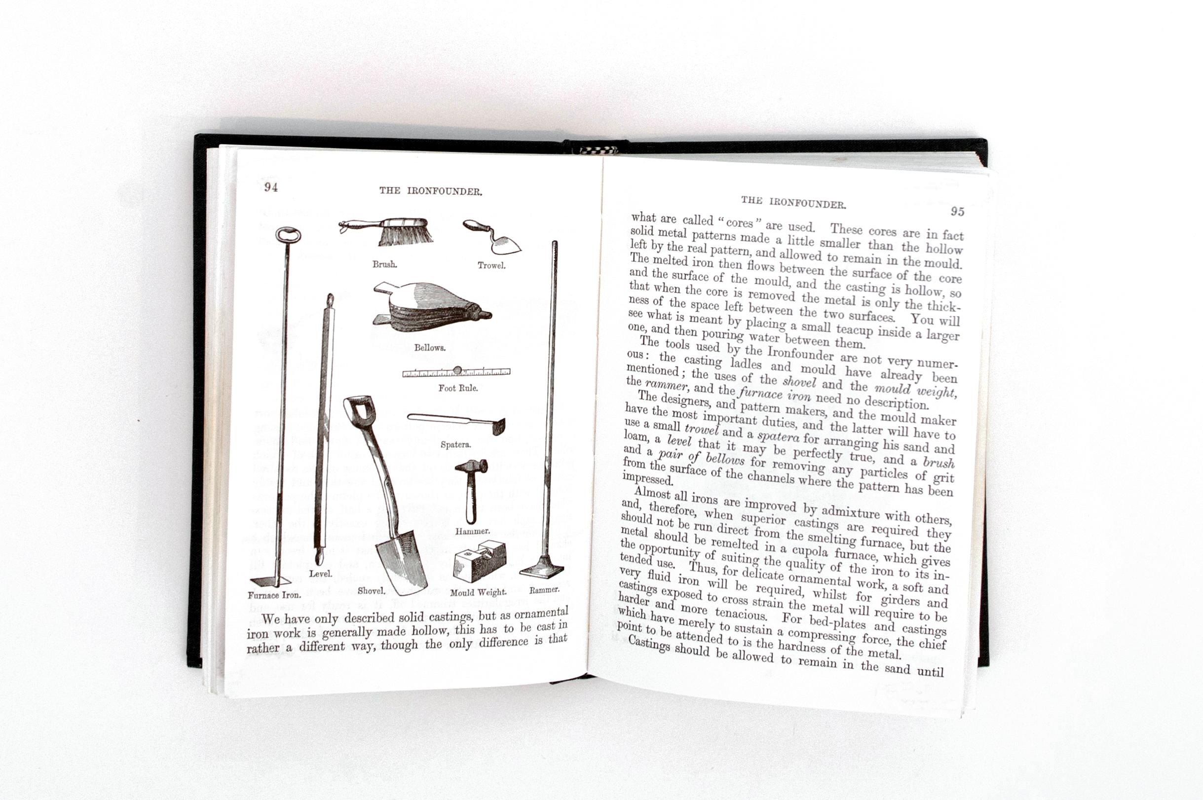 Une page de texte et d'illustrations de l'ouvrage Boy's Book of Trades (Livre des métiers pour les garçons) qui présente différents types d'outils employés par les ouvriers des fonderies.