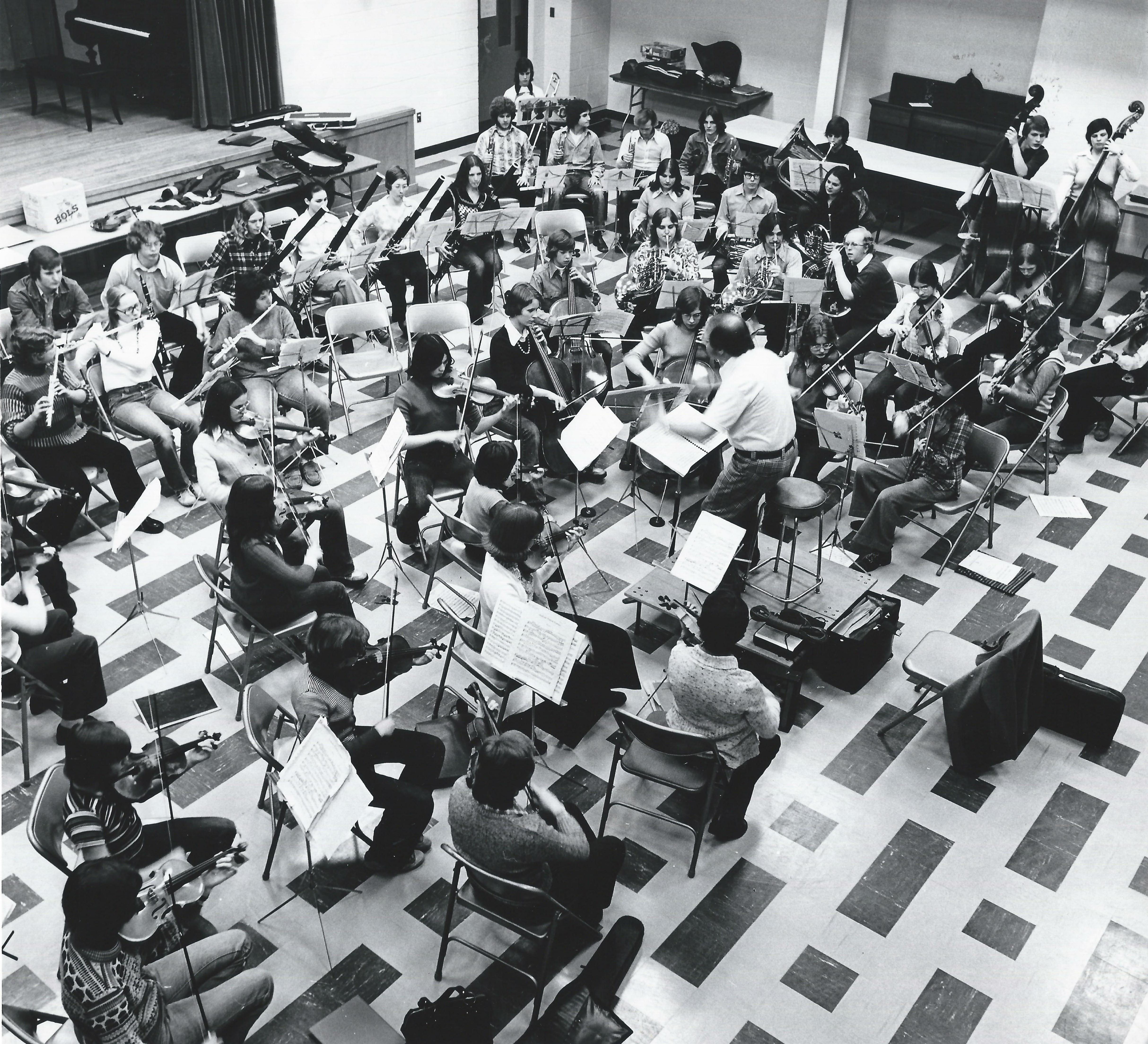 L'orchestre des jeunes jouent à une gala de bienfaisance