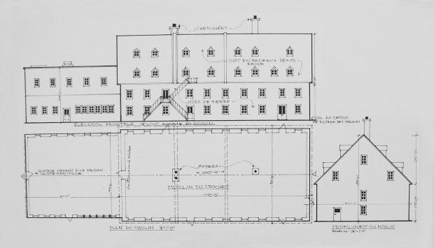 Schéma en noir et blanc dessiné au crayon représentant un moulin, comprenant un plan du moulin ainsi qu'un dessin du moulin vu de profil.