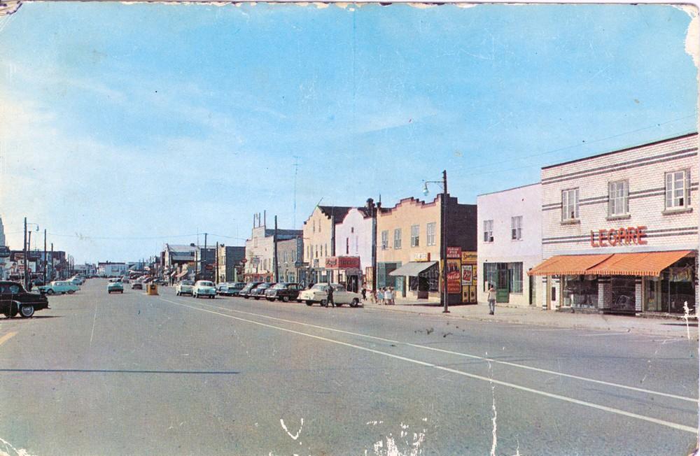 Rue principale de Malartic et ses bâtiments de style «Boomtown»