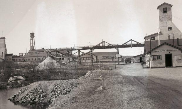 Photo ancienne de la mine Canadian Malartic (1935-1965)