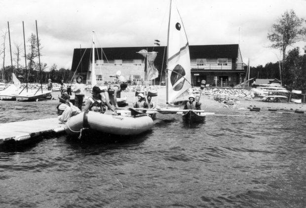 Sports nautiques à la base de plein-air du lac Mourier (années 70)