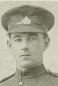 Portrait d'un soldat portant une casquette.