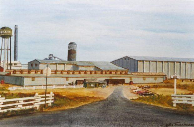 Une peinture de la scierie Gillies montre des voitures garées devant l'usine et le château d'eau en arrière.