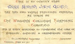 Écrit à la main avec des caractères décoratifs et de l'encre colorée, le certificat porte les signatures du président et du secrétaire.