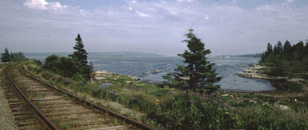 Train tracks and Cole Harbour - Voies ferrées et Cole Harbour